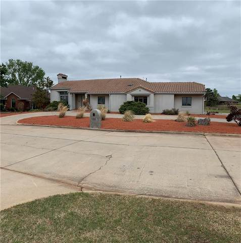 2504 Lakewood Drive, Chickasha, OK 73018 (MLS #954445) :: Homestead & Co
