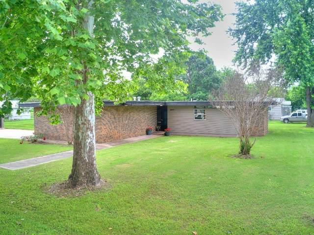 207 W Quapaw Street, Lindsay, OK 73052 (MLS #956232) :: Erhardt Group at Keller Williams Mulinix OKC