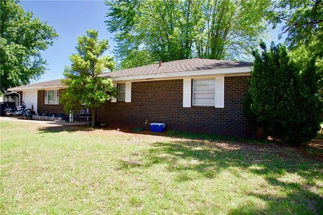 718 W Huber Avenue, Weatherford, OK 73096 (MLS #956457) :: The UB Home Team at Whittington Realty