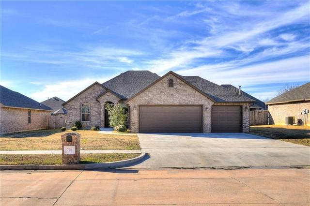709 S Avery Drive, Moore, OK 73160 (MLS #957891) :: Homestead & Co