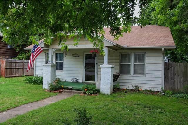 506 NW 3rd Street, Minco, OK 73059 (MLS #960809) :: The UB Home Team at Whittington Realty