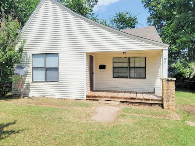 1021 S 16th Street, Chickasha, OK 73018 (MLS #965822) :: Sold by Shanna- 525 Realty Group