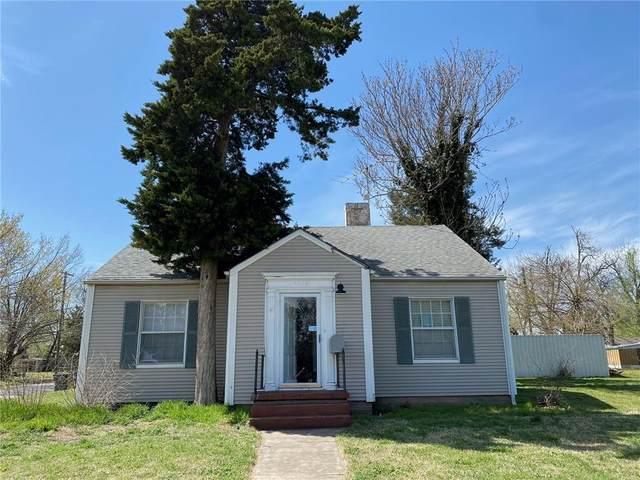 1728 S 19th Street, Chickasha, OK 73018 (MLS #970101) :: The UB Home Team at Whittington Realty
