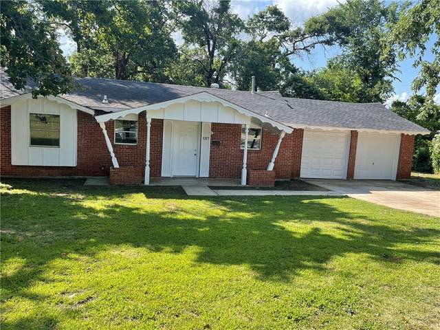 1317 Parkwoods Court, Midwest City, OK 73110 (MLS #970388) :: Homestead & Co