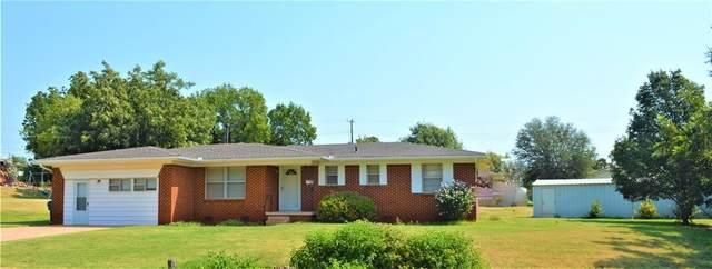 922 N West Street, Cordell, OK 73632 (MLS #975478) :: Erhardt Group
