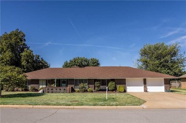 617 Maple Street, Weatherford, OK 73096 (MLS #976554) :: Homestead & Co