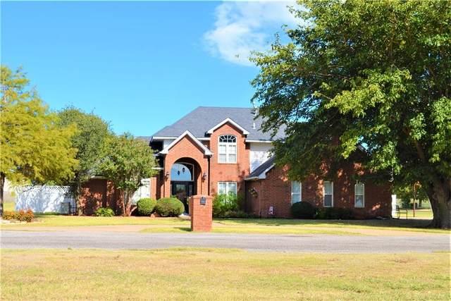 1221 E 4th Street, Cordell, OK 73632 (MLS #980610) :: Homestead & Co