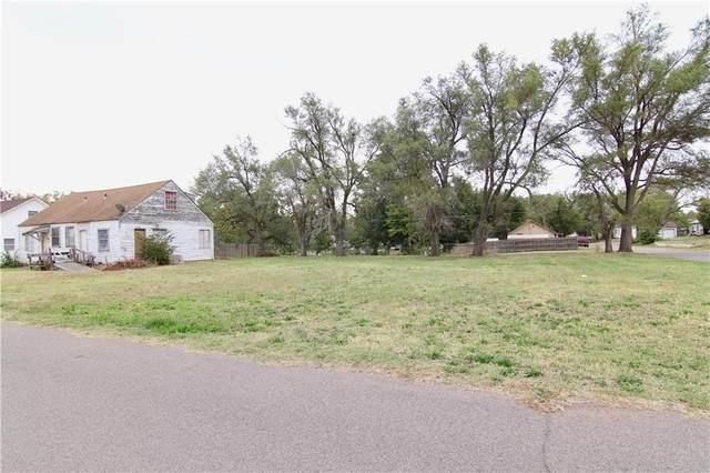 516 W D Street, Elk City, OK 73644 (MLS #981829) :: Homestead & Co