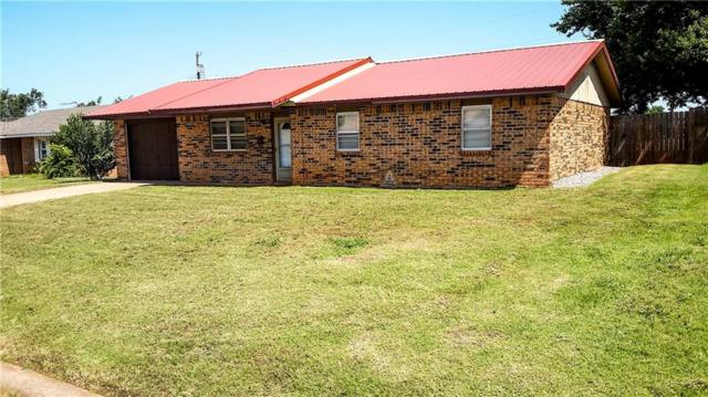 409 Hoover, Elk City, OK 73644 (MLS #808360) :: Homestead & Co