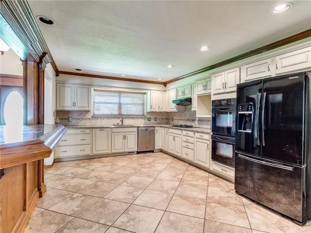707 Cedar Springs Drive, Tuttle, OK 73089 (MLS #820662) :: Wyatt Poindexter Group
