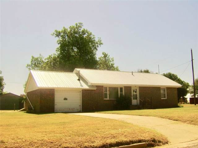 822 S Sheb Wooley Avenue, Erick, OK 73645 (MLS #882388) :: Homestead & Co