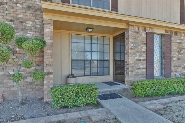 813 Two Forty Place, Oklahoma City, OK 73139 (MLS #897986) :: Erhardt Group at Keller Williams Mulinix OKC