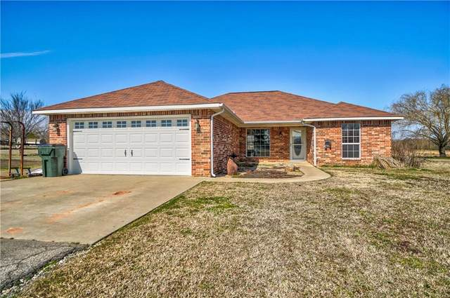 45402 Hardesty Road, Shawnee, OK 74801 (MLS #899254) :: Homestead & Co