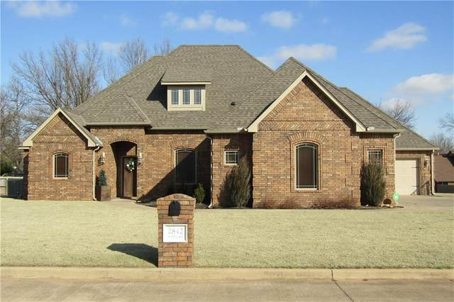 2842 Country Club Drive, Chickasha, OK 73018 (MLS #900608) :: Keri Gray Homes