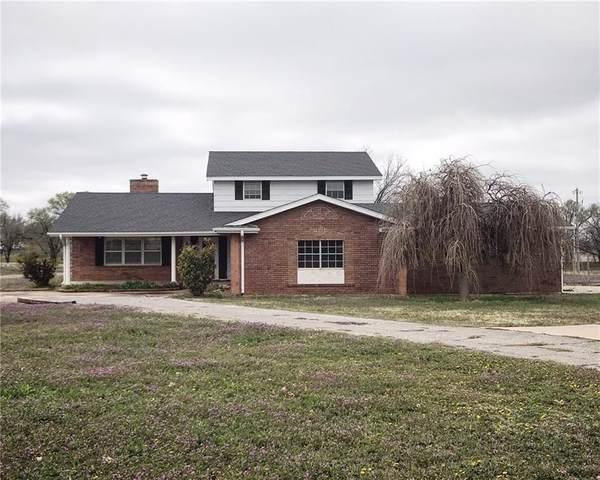 404 W Benton Avenue, Sayre, OK 73662 (MLS #904275) :: Homestead & Co