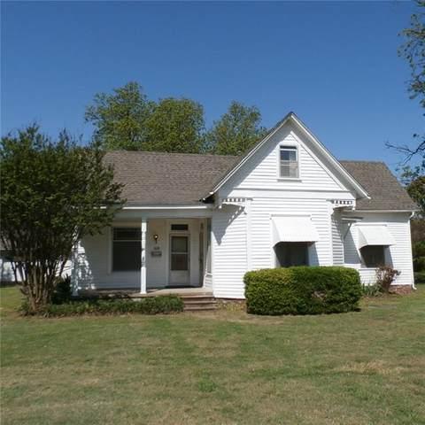 828 S 15th Street, Chickasha, OK 73018 (MLS #913654) :: Keri Gray Homes