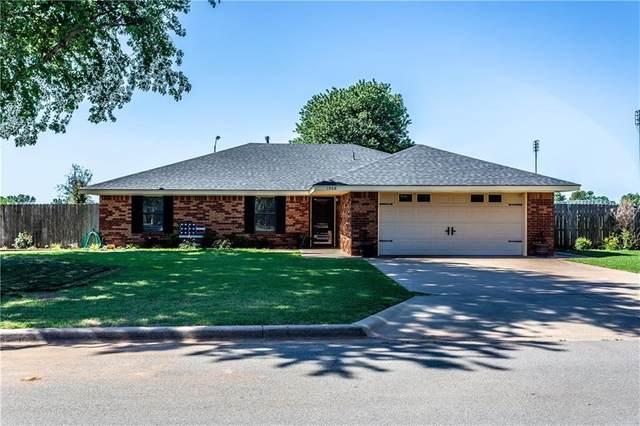 1508 Plains, Weatherford, OK 73096 (MLS #914411) :: Homestead & Co