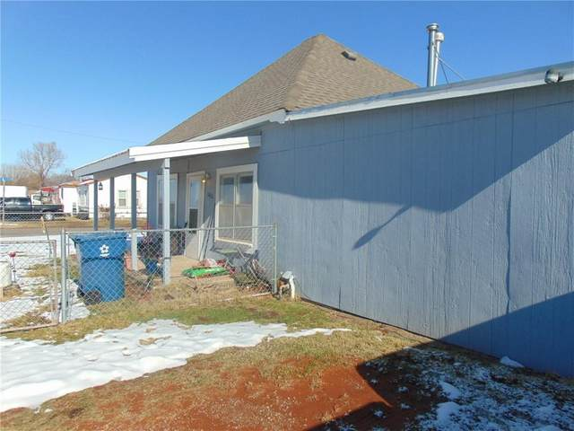 1021 N Cook Street, Cordell, OK 73632 (MLS #938769) :: The UB Home Team at Whittington Realty