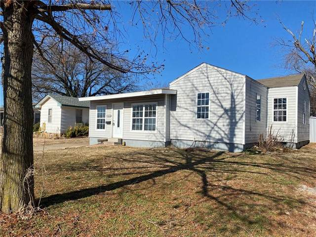 317 W Mimosa Drive, Midwest City, OK 73110 (MLS #938917) :: Homestead & Co