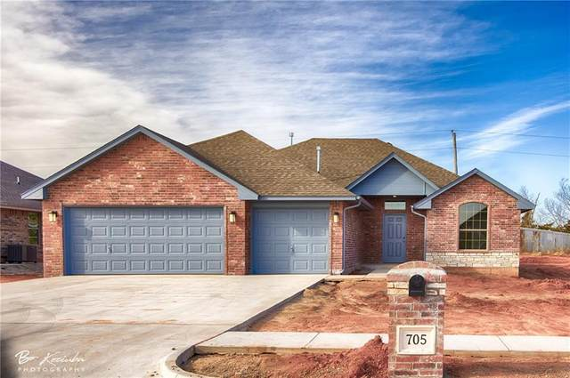 705 N Fox Way, Mustang, OK 73064 (MLS #940555) :: Homestead & Co