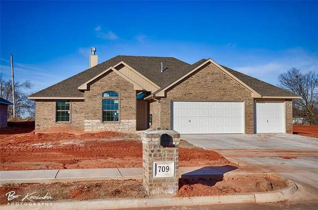 709 N Fox Way, Mustang, OK 73064 (MLS #940562) :: Homestead & Co