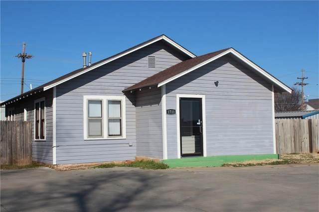 1711 W Broadway Avenue, Elk City, OK 73644 (MLS #947663) :: Erhardt Group at Keller Williams Mulinix OKC
