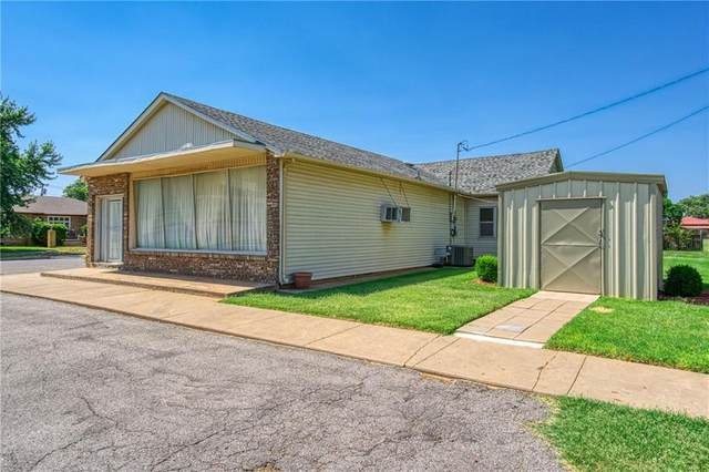 503 N Grant Street, Cordell, OK 73632 (MLS #954687) :: The UB Home Team at Whittington Realty