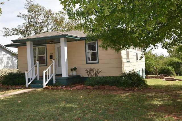 202 N 13th Street, Guthrie, OK 73044 (MLS #957865) :: Keller Williams Realty Elite