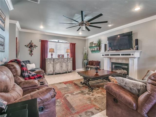 4508 Olde Village Circle, Edmond, OK 73013 (MLS #840957) :: Homestead & Co