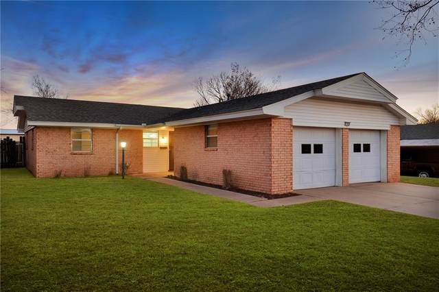 108 Ramsey Place, Elk City, OK 73644 (MLS #882530) :: The UB Home Team at Whittington Realty
