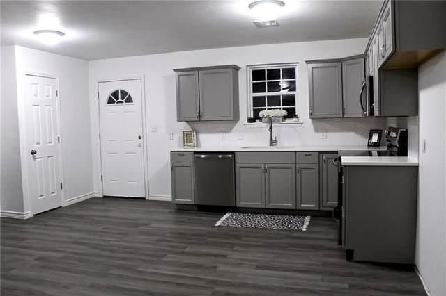 1305 S Iowa Avenue, Chandler, OK 74834 (MLS #892348) :: Homestead & Co