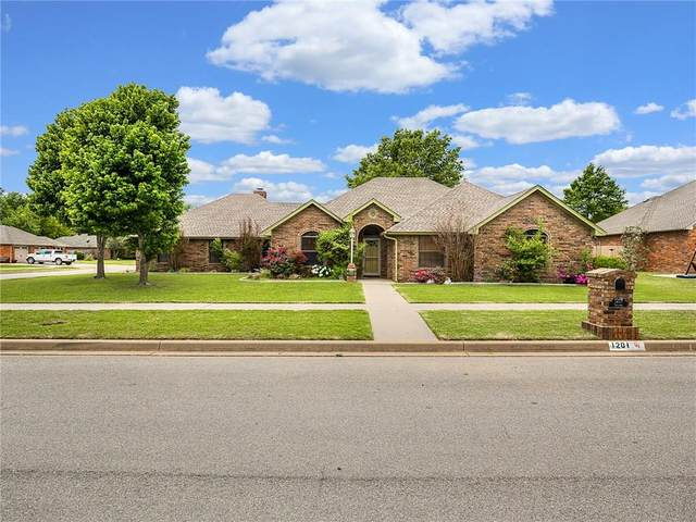 1201 N Sycamore Street, Weatherford, OK 73096 (MLS #893717) :: Homestead & Co