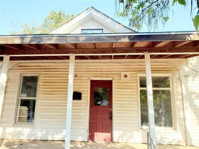 707 S 15th Street, Chickasha, OK 73018 (MLS #931287) :: Homestead & Co