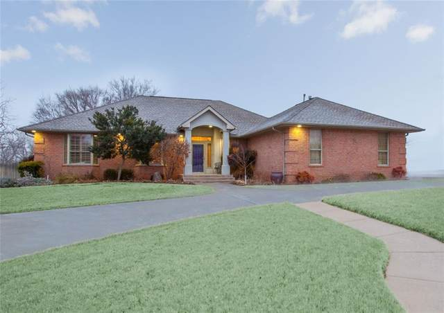 2325 Sunset Drive, Clinton, OK 73601 (MLS #943606) :: Erhardt Group at Keller Williams Mulinix OKC