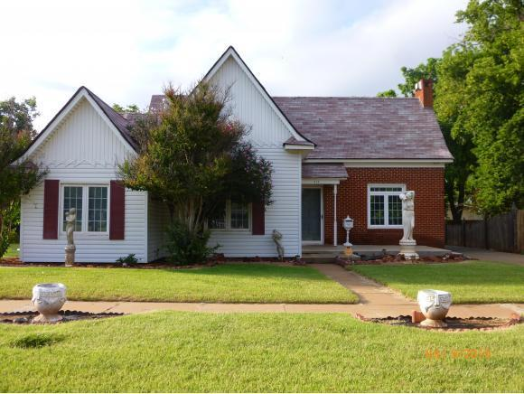 815 W Broadway, Elk City, OK 73644 (MLS #280976A) :: Wyatt Poindexter Group