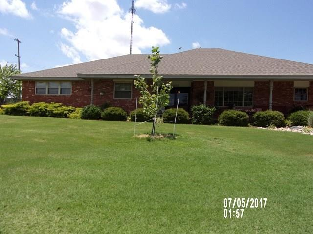 1612 Crestview, Cordell, OK 73632 (MLS #780968) :: Wyatt Poindexter Group