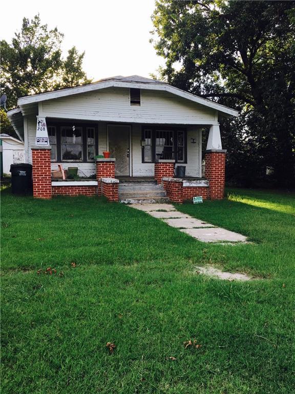 208 S 9th Street, Tecumseh, OK 74873 (MLS #788006) :: Homestead & Co