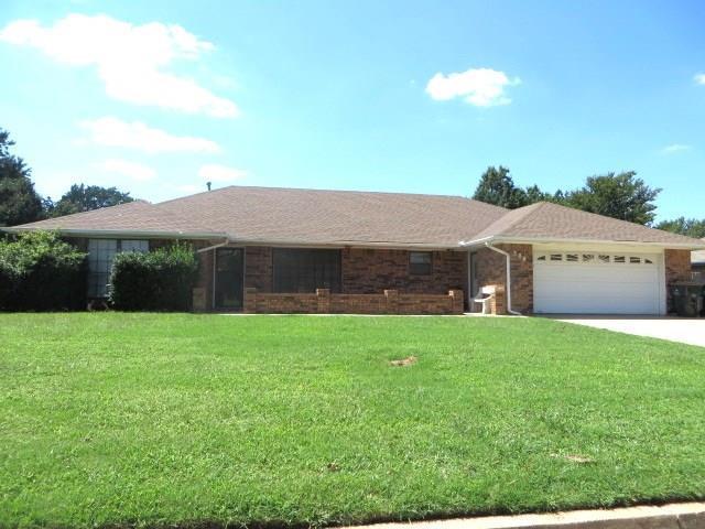 304 Flanders Drive, Chickasha, OK 73018 (MLS #788168) :: Wyatt Poindexter Group