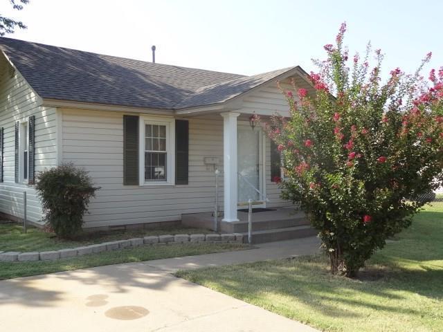 300 N Symcox, Cordell, OK 73632 (MLS #791299) :: Homestead & Co