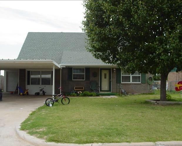 1017 NW 19th Street, Moore, OK 73160 (MLS #792663) :: Richard Jennings Real Estate, LLC
