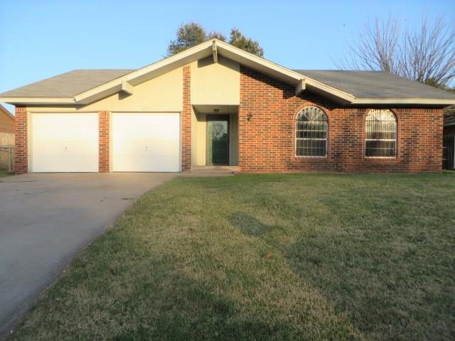 3027 Glenwood Drive, Chickasha, OK 73018 (MLS #797020) :: Wyatt Poindexter Group