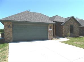 2424 Thornberry Lane, Yukon, OK 73099 (MLS #799370) :: Wyatt Poindexter Group