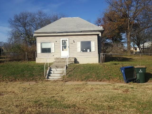1214 W Dakota Avenue, Chickasha, OK 73018 (MLS #799542) :: Wyatt Poindexter Group