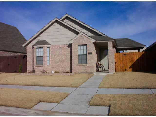 1423 23rd, Moore, OK 73170 (MLS #801276) :: Homestead & Co