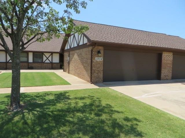 3204 Pondridge Road, Chickasha, OK 73018 (MLS #801372) :: UB Home Team