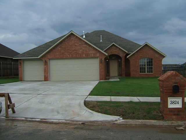 3824 Dove, Harrah, OK 73045 (MLS #802229) :: Wyatt Poindexter Group