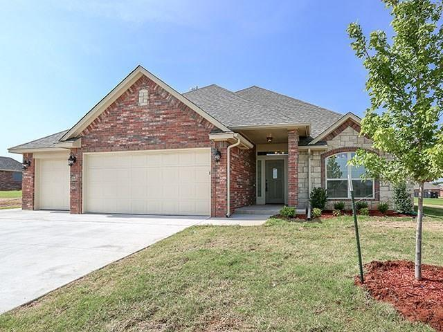 648 Spavinaw Lane, Edmond, OK 73025 (MLS #802345) :: Wyatt Poindexter Group