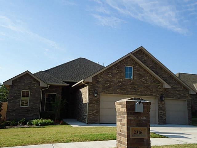 2316 Tuscan Lane, Edmond, OK 73034 (MLS #803229) :: Wyatt Poindexter Group