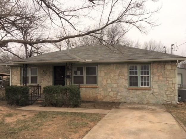 319 S Fox Drive, Midwest City, OK 73110 (MLS #804372) :: Homestead & Co