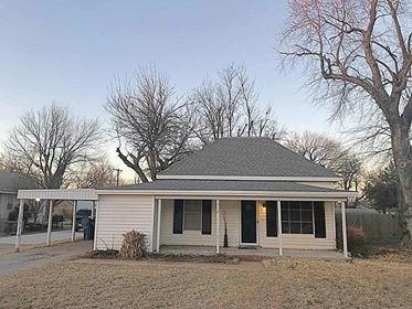 312 E Jefferson, Crescent, OK 73028 (MLS #804947) :: Wyatt Poindexter Group